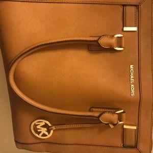 A  nice handbag only been worn a few times